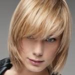 Corte moderno de cabelo curto loiro