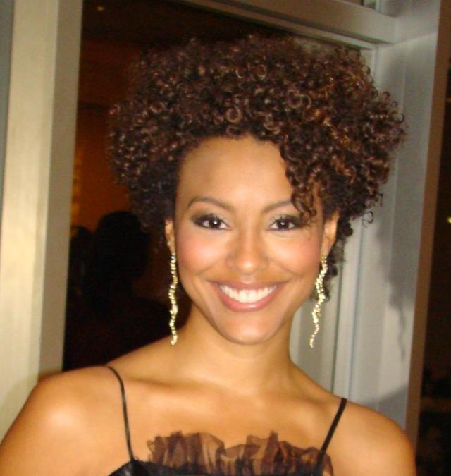 penteado para cabelo curto estilo afro